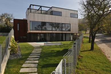 Bezúdržbový rodinný dům s jasným zadáním, gletovanými omítkami či cedrovou a cortenovou fasádou
