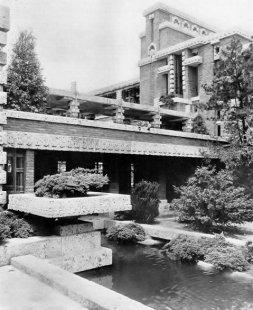 "Hendrik P. Berlage: Frank Lloyd Wright* - Frank Lloyd Wright : Hotel ""Imperial"". Tokio Japonsko 1922"
