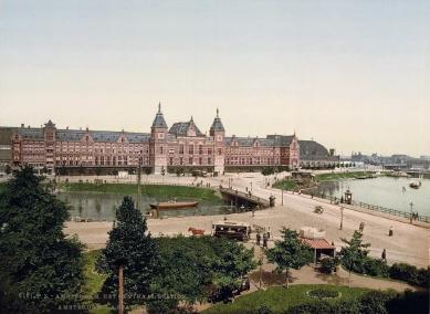 Hendrik P. Berlage: Vývoj moderního stavitelského umění v Nizozemí - Pierre Cuypers: Amsterdam Central Station (1881–1889)