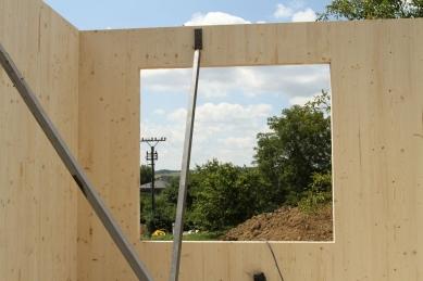 NOVATOP - lék na vady dřevostaveb - Jednoduché kotvení panelů na stavbě