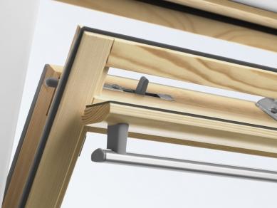 VELUX - podzimní cenové zvýhodnění - Ventilační klapka střešních oken VELUX umožňuje větrání i při zavřeném okně.