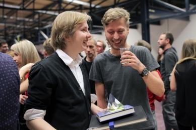 Ještěd f kleci 11 - slavnostní vyhlášení - autor nejoblíbenějšího projektu Adam Kössler a celkový vítěz Marek Nedelka - foto: Tobiáš Hrabec