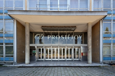 Šest hal Oděvního podniku v Prostějově odstřelila tuna dynamitu - foto: Petr Šmídek, 2013