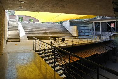 Výlet Santiago de Chile - Knihovna campusu Lo contador, Pontificia Universidad Católica, Theodoro Fernández arquitectos, 1996 - foto: Ondřej Bartůšek