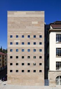 Rozšíření vysoké školy ve Pforzheimu od MGF Architekten - foto: Dirk Altenkirch