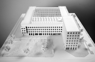 Přeformátováno - pozvánka na komentovanou prohlídku FI MU - 03_Fakulta informatiky MU v Brně, Pelčák a Partner architekti, model finální podoby projektu - foto: David Židlický