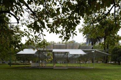 Dočasný pavilon v Melbourne od Seana Godsella - foto: Earl Carter