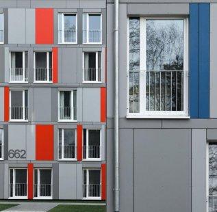 Modulární stavební konstrukce s úspornými okny Schüco Alu Inside, která přispívají k prakticky nulovým nákladům za topení a teplou vodu - Okenní systém Schüco Alu Inside s izolačním trojsklem podporuje trvalý energetický koncept objektu a vykazuje špičkové hodnoty tepelné izolace  (Uf = 0,74 W/m² K) na úrovni pasivního domu. - foto: Schüco International KG a LiWooD, München