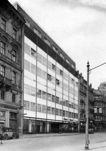 Bohuslav Fuchs – přednáška architekta Jana Sapáka - Bohuslav Fuchs, Ernst Wiesner: Moravská banka, 1928-30