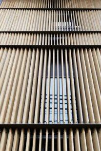 Vertikální bar K8 v Kjótu od Floriana Busche - foto: Nacasa & Partners