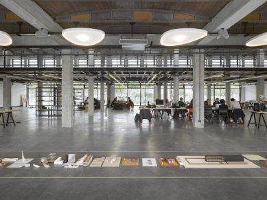 Architektonické centrum Confluence v Lyonu od Odile Decq - foto: Roland Halbe