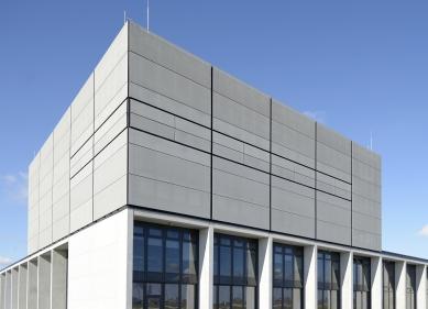 Schüco na veletrhu BAU 2017 představí textilní fasádu FACID - FACID plášť na fasádě o rozloze 20.000 m2 na letišti Berlin Brandenburg Willy Brandt.