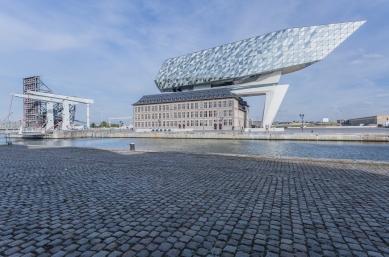 Diamantová loď v Antverpách je majákem pro celý svět - foto: Schüco International KG