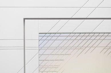 JANOŠÍK má nové okno od designérky Kláry Šumové