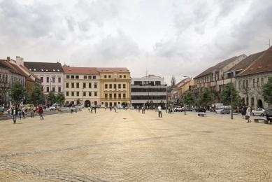 Kašna na Karlově náměstí vTřebíči - vypsání soutěže  - vizualizace nové podoby Karlova náměstí v Třebíči, poloha kašny vyznačena červenou tečkou - foto: návrh Atelier RAW s.r.o.