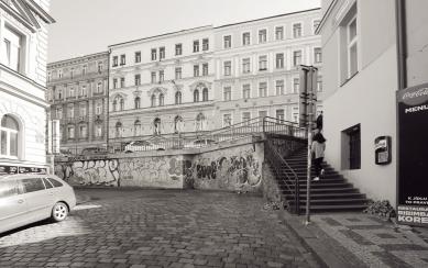 Seifertova ulice pravděpodobně změní podobu - Schodiště původní stav - foto: edit!