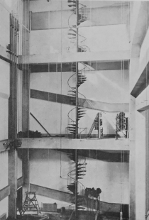 Le Corbusier : Rozhodná chvíle architektury - A. Raymond : Jeviště auly školy Hoskiho v Tokiu