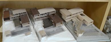 House X v Singapuru - Modely 3 stupňů vývoje návrhů: Původní je vlevo, vpravo finální.