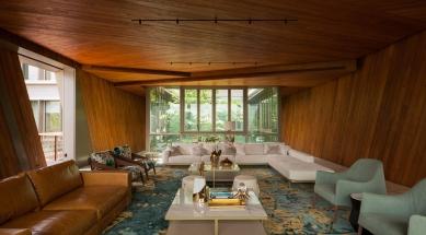 House X v Singapuru - Nejzajímavější výhled, stejně jako design a pohodlí skýtá obývací pokoj, kostka v horním patře budovy. Interiér tvoří podlahy z onyxu a masivní teakové obložení.  - foto: Khoo Guojie, Singapore