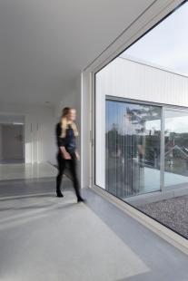 Dům vyšlý z módy proměnili ve vilu ve stylu Bauhaus  - foto: Sofia Sabel, Gothenburg