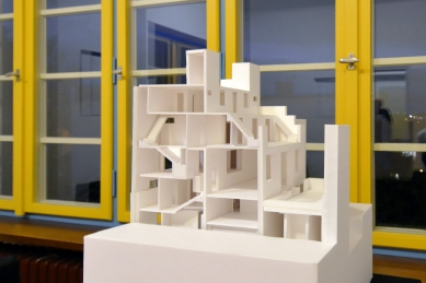 Z přednášky prof. Yoshio Sakurai o modelech domů Adolfa Loose - foto: Petr Šmídek, 2019