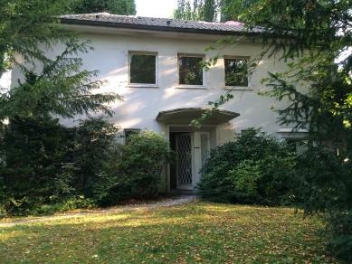 Renovace rodinného domu v německém městě Bergisch Gladbach - Vstupní prostor před renovací - foto: Erika Werresová