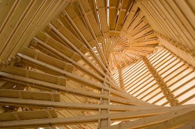 Cena archiwebu 2006: Martin Rajniš - 'Věž Scholzberg' - sklad dřeva na výšku s kontrolním schodištěm; realizace 2006 - foto: archiv autora