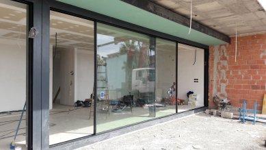 Posuvná fasáda, která respektuje náladu obyvatel - Novalco Metales má jako partnerská firma společnosti Schüco zkušenosti s výrobou a instalací velkoformátových posuvných systémů Schüco pro okna, dveře, fasády i střešní světlíky. - foto: Schüco International KG / David Frutos