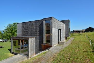 Na východ od ráje - současná vorarlberská architektura - Hudební zkušebna ve Zwischenwasser, marte.marte 2002 - foto: Petr Šmídek, 2015