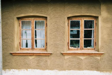 Fasáda hliněného domu v Lysovicích dokončena - foto: Aleš Dorazil
