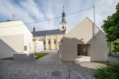 kruh jaro 2021: Dialogy I - Sládeček - Open house, Fryšták - foto: TOAST Studio, Libor Stavjaník