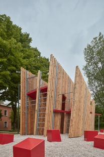 Instalace OFF FENCE na Benátském bienále architektury 2021 - foto: BoysPlayNice
