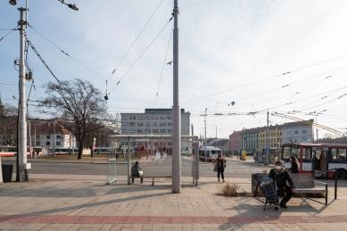 Mendlovo náměstí v novém - rušný dopravní uzel se promění - Fotografie původního stavu - foto: Alex Shoots Buildings