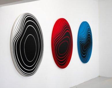 Hold geometrii vzdávají v jedné výstavě Vladislav Mirvald a Jan Kaláb