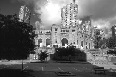 Moderní architektura v Kolumbii - Torres del Parque, Bogota, Rogelio Salmona, 1968 - foto: E. Samper