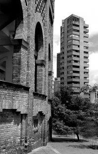 Moderní architektura v Kolumbii - SCA Building Bogota, Rogelio Salmona, 1963-70 - foto: E. Samper