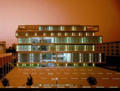 Sadar Vuga – slovinské zaklínadlo úspěchu - Obchodní a hospodářská komora, Lublaň, 1996 – 1999; formule: vertical hall - foto: archiv Sadar Vuga