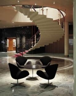 Příběh skandinávské moderny III. - Radisson SAS Royal Hotel, schodiště v lobby, 1956 - 1961, Kodaň - foto: Fritz Hansen