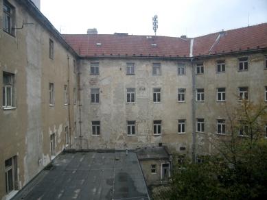 Stane se Salmův palác palácem komerce? - Pohled do vnitřního dvora Salmova paláce (2007) - foto: Mgr. Jan Kubeš