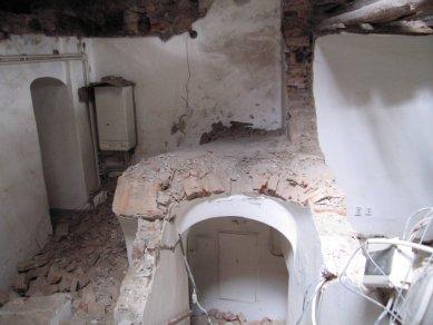 Další dům v Olomouci znehodnocen hernou - Nelegálně ubouraná barokní klenba nad schodištěm - foto: Mgr. Jan Kubeš
