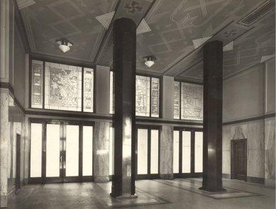 Roithova Ústřední knihovna osmdesátiletá - Vestibul, 1928