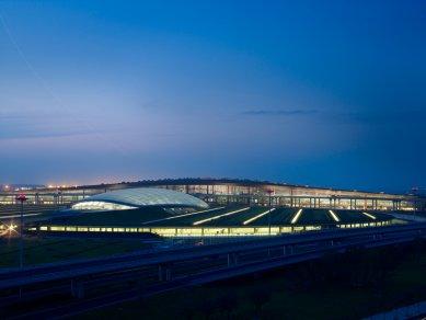 Lubetkinovou cenou byl oceněn olympijský stadion v Pekingu - Finalista: Terminál mezinárodního letiště v Pekingu - Foster and Partners - foto: © Nigel Young