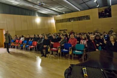 Peter Zumthor: 3 stavby, 4 projekty - Komorní atmosféra přednáškového sálu Krajské vědecké knihovny v Liberci. - foto: Michaela Dlouhá, 2009