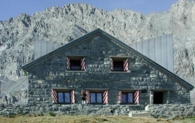 Projekt přestavby Rambertovy chaty od Bonnard Woeffray Architectes - Zákres do fotografie - foto: BW Architectes