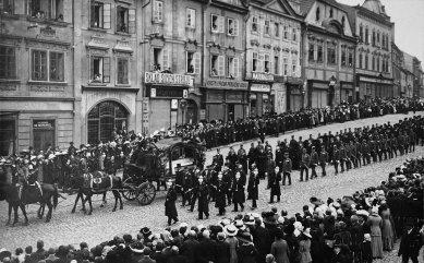 Vyšla kniha o historii zmizelé Klatovské Škodovky - Pohřeb továrníka Šifaura