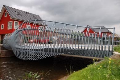 kruh 2010 jaro: Bez Hranic - NIO - Acquarians bridges - foto: Radek Brunecký