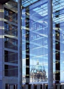 Přednáška Ivana Reimana v NoD - Novostavba Ministerstva zahraničních věcí Spolkové republiky Německo, Berlín 1999 - foto: Müller-Reimann Architekten