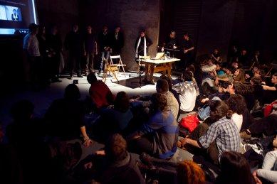 Bez hranic - postřehy z březnové přednášky Kruhu   - Závěrečná diskuze se všemi účastníky přednáškového večera. - foto: Tomáš Souček, 2010