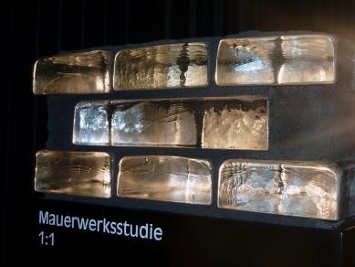 Peter Zumthor představil novou městskou věž v Isny - Skleněné cihly vyrobené v Čechách - foto: archiv Happy Materials
