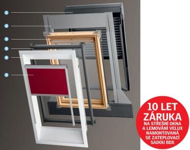 Výrobky VELUX vhodné do nízkoenergetických staveb - Systém VELUX: (1) Předokenní roleta a venkovní markýza - ochrana střešního okna před teplem. (2) Lemování - dokonalé a vodotěsné osazení okna do střešního pláště. (3) Střešní okno - světlo a čerstvý vzduch v podkroví. (4) Montážní doplňky - zlepšení tepelně-izolačních vlastností střešních oken. (5) Rolety a žaluzie - dekorace místnosti a regulace tepla a světla.